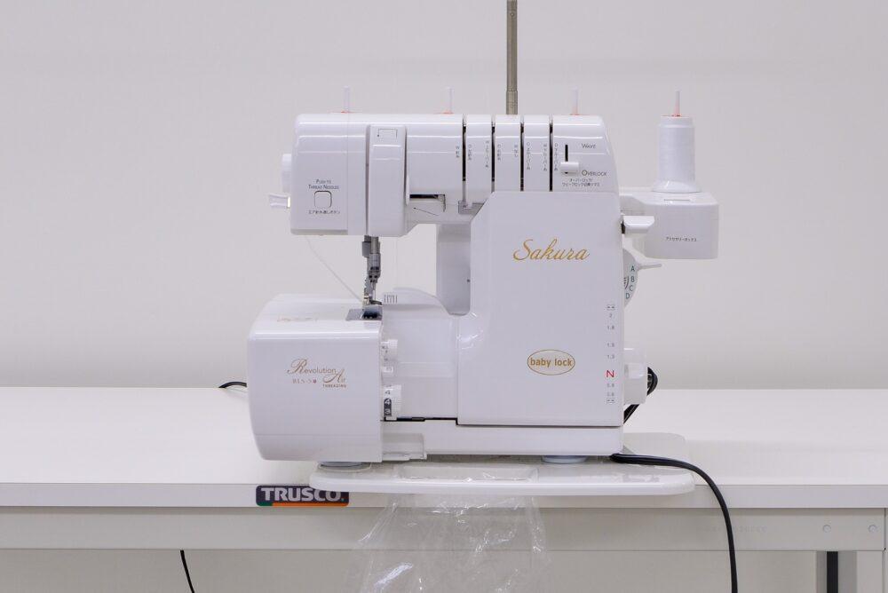 2本針4本糸小型ロックミシン|sakura